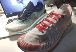 安踏氢跑鞋和耐克zoom fly哪个好 透明鞋款安踏氢跑鞋和耐克zoom fly对比测评
