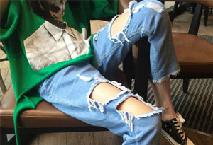 破洞牛仔裤如何搭配更潮流 破洞牛仔裤搭配规范指南