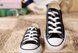 帆布鞋很脏的污渍如何清洗 帆布鞋该怎么保养呢