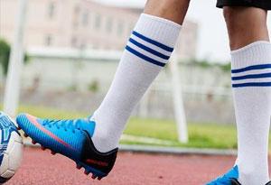 足球鞋怎么清洗?足球鞋可以用水洗吗?