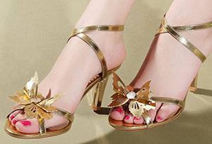 凉鞋磨脚怎么办 新买的凉鞋磨脚趾怎么处理