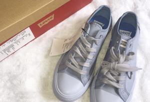 李维斯帆布鞋雾霾蓝在哪买 李维斯帆布鞋多少钱