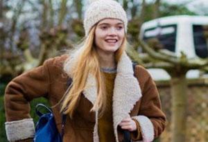 毛线针织帽怎么搭配衣服 毛衣搭配什么外套好看