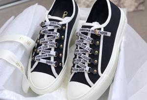 迪奥字母帆布鞋实战评测 dior字母绑带帆布鞋上脚图