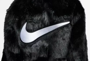 Nike大LOGO外套Ambush联名实物欣赏 Nike联名Ambush大衣现在还能入手吗