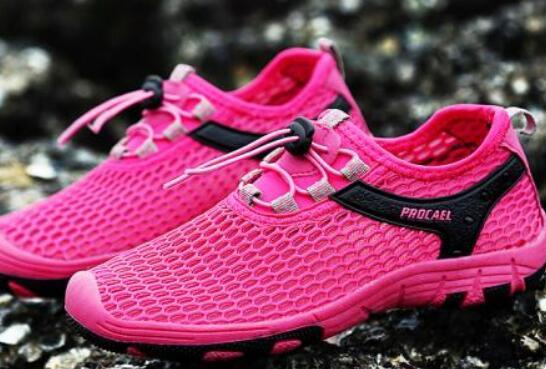 跑步鞋和运动鞋有什么区别 running是什么品牌
