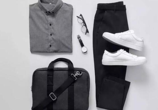 小白鞋搭配什么裤子和袜子好看