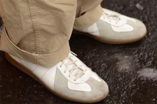 德训鞋配什么裤子好看 德训鞋正品在哪买