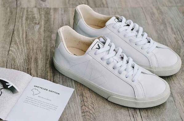 小白鞋有油渍又放了好几天怎么去除