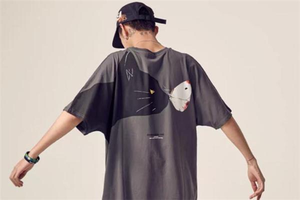 棒球帽怎么搭配衣服好看