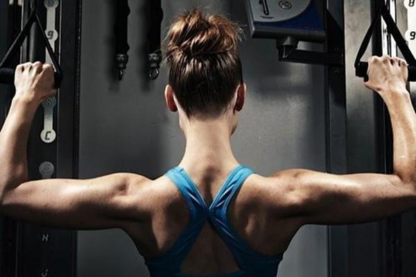 力量训练可以提升柔软度吗 力量训练会成金刚芭比吗