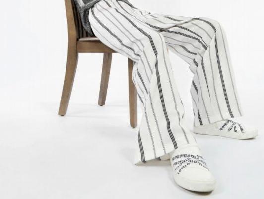 小白鞋跟平底鞋有什么不一样 小白鞋和老爹鞋哪个好搭配
