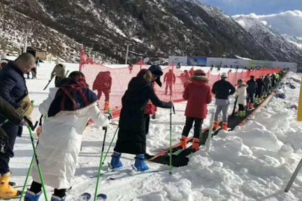 滑雪场魔毯是什么及魔毯操作技巧